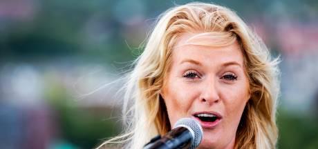 Miss Montreal hoorde haar eigen hit nog niet op de radio: 'het zal wel karma zijn'