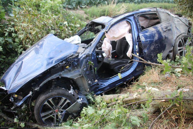 De verhakkelde Jaguar van Georges Taillieu (64).