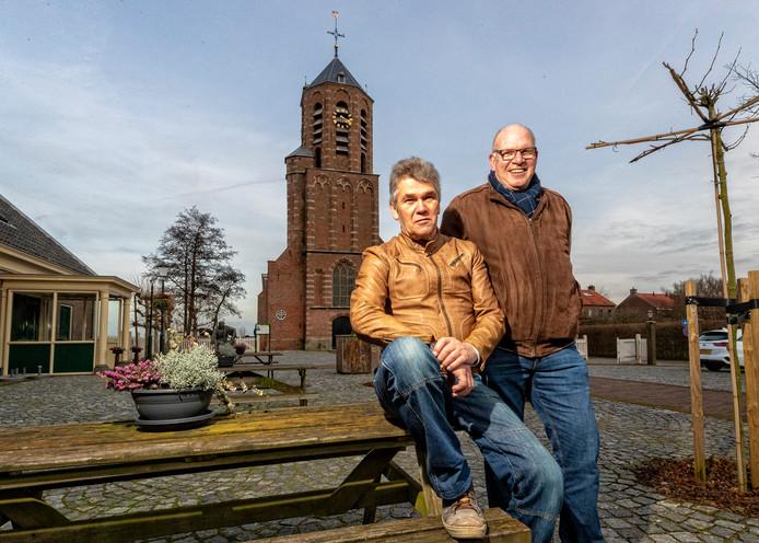 Dirk de Boer (links) en Casper van Iperen organiseren van een reünie van Rijnsaterwoudenaars van 50-plus.