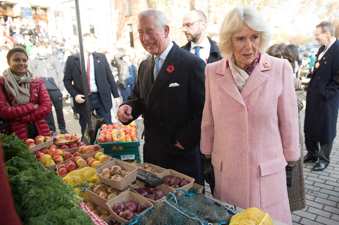 Camilla was gisteren nog met haar man prins Charles bij het jubileum van de Londense Farmers Market.