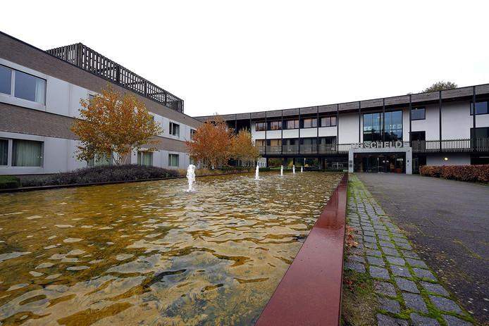 In gebouw De Schelde van GGZ WNB op landgoed Vrederust in Halsteren huist de crisisopvang waar 18 plaatsen zijn.
