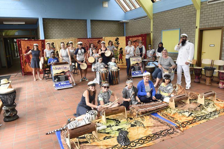 De hele dag waren er workshops, waaronder een met een percussieband.