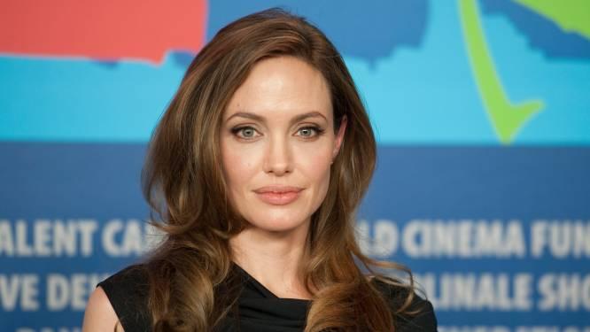 """Angelina Jolie razend dat Brad Pitt met jonge vlam naar hún kasteel trok: """"Ze kan niet geloven dat hij zich hiertoe verlaagd heeft"""""""