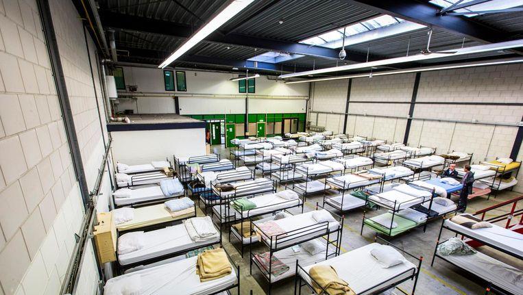 Stapelbedden in een ruimte van stichting Schroeder aan de Haagse Zilverstraat. Schroeder biedt plaats aan 125 dak- en thuislozen, die er gebruik kunnen maken van de bed-bad-en-broodvoorziening. Uitgeprocedeerde asielzoekers komen hier uiteindelijk ook terecht. Beeld anp