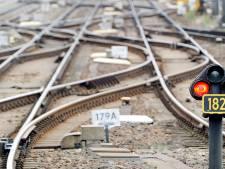 Trein defect tussen Breda en België, evacuatietrein ook defect: 'Talloze reizigers missen vlucht'