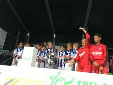 Xavier van Dijk uit Genemuiden wint thuistoernooi met SC Heerenveen