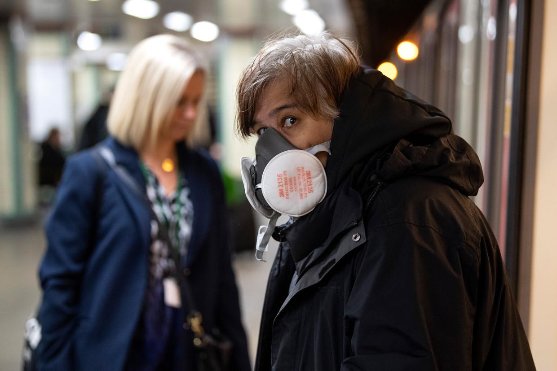 Reizigers in de metro in Londen Beeld Getty Images
