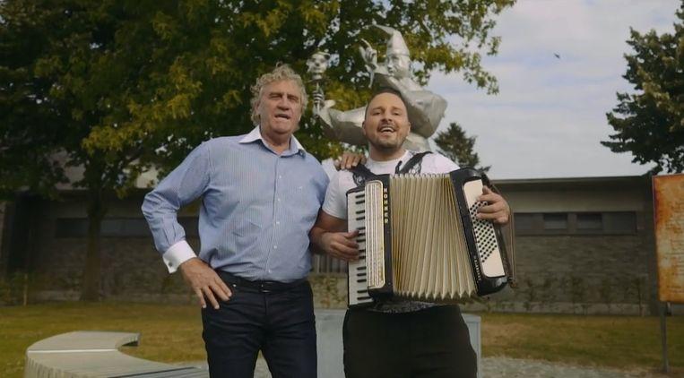 Jean-Marie Pfaff en Johan Veugelers zijn voor hun duetsingle op stap in Wieze.