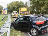 Verkeersopstopping door aanrijding tussen twee auto's in Breda