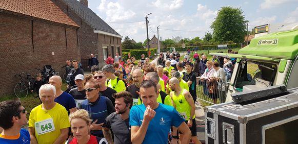 De eerste wijkloop van Feestcomité Persijzer lokte meteen meer dan honderd deelnemers.