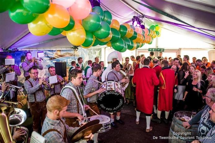 De Anklojers laten van zich horen op het twaalfde Bokk'n & Bloazen Festival in Losser.