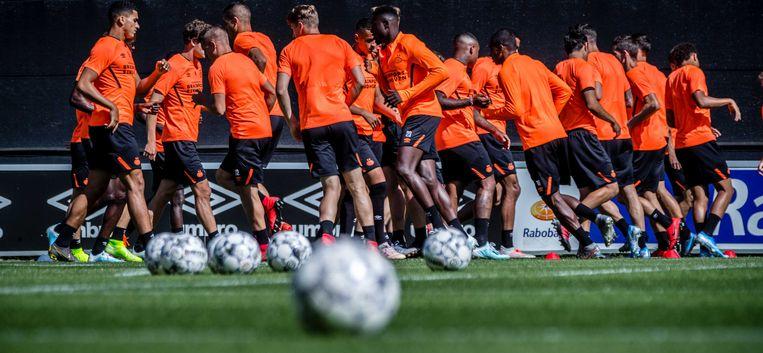 De selectie van PSV tijdens de training ter voorbereiding op de wedstrijd in de tweede kwalificatieronde voor de Champions League tegen FC Basel.  Beeld ANP