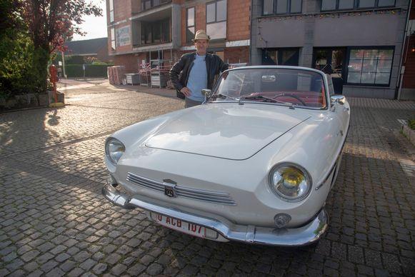 Paul Van Heddeghem met zijn Renault Floride.