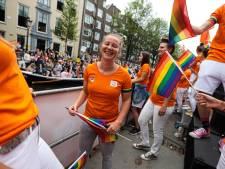 Veldhovense volleybalster debuteert op Canal Pride-sportboot: Kim de Wild geniet van feestje met boodschap