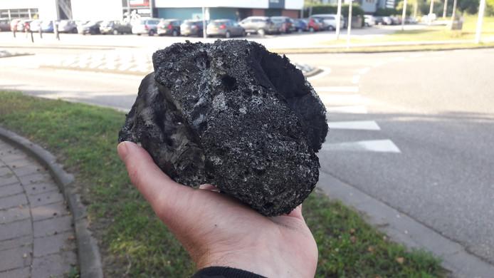 Grote stukken roet komen in de wijk terecht