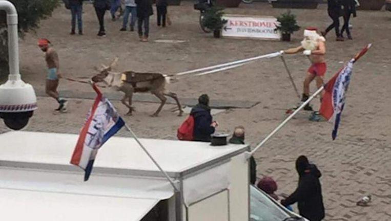 Het tafereel dat half december door de stad trok Beeld Nienke Datema