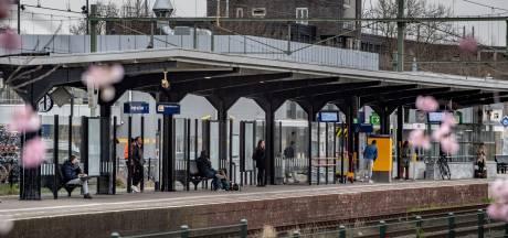 Drietal slaat man (58) neer op station Bergen op Zoom en berooft hem van portemonnee