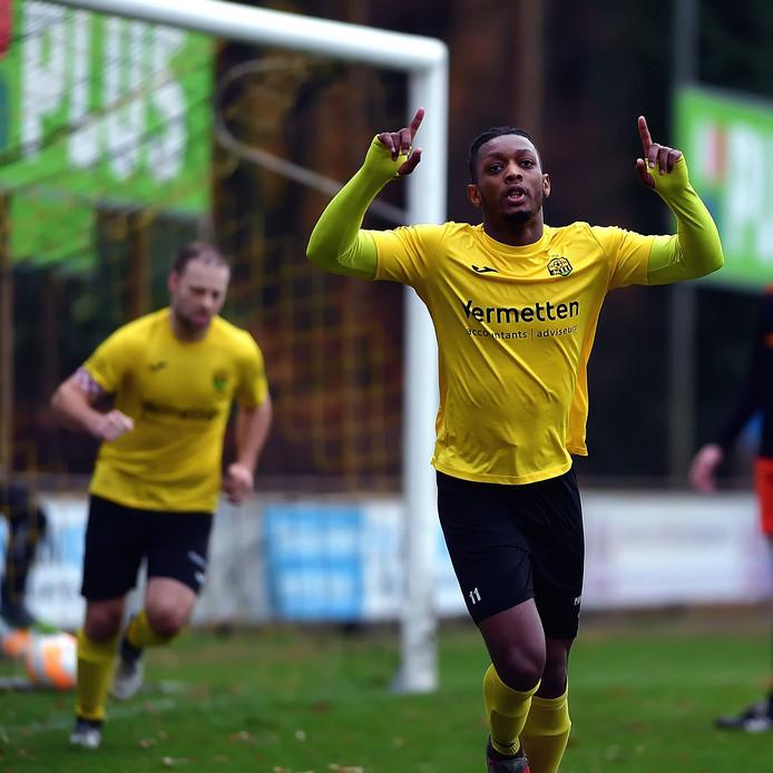 Francis Kabwe Manengela viert zijn goal