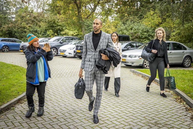 Advocaat Gerald Roethof komt aan bij de rechtbank waar hij vrijspraak zal bepleiten voor zijn cliënt Jos B. van het doden, misbruiken en ontvoeren van Nicky Verstappen. Beeld ANP