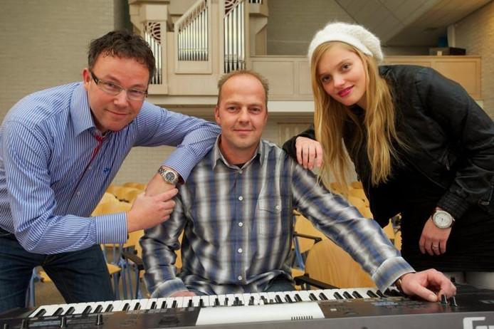 Organist FrankKaman, toetsenist Gerhard Meerholz en zangeres Hilde Landhuis hebben een cd met kerstmuziek gemaakt. De presentatie is zaterdagavond met een concert in Het Morgenlicht. foto FFU Press Agency