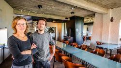 Tijl en Gudrun verlaten hun bootrestaurant en gaan vanaf morgenavond aan wal met Water en Vuur