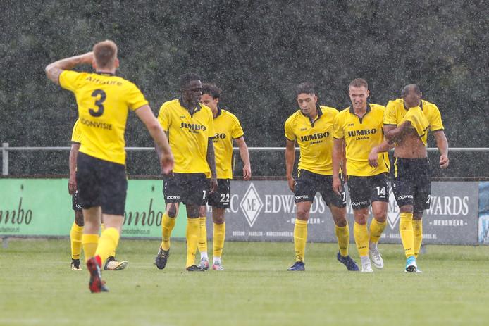 FC Lienden viert de winnende treffer van Jawad Bellahsan.