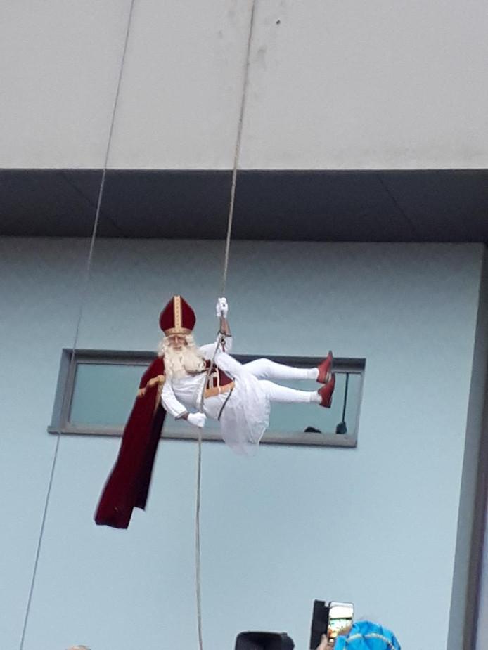Een abseilende Sinterklaas