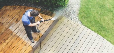 Zo zorg je voor een schoon terras of balkon: 'Voorkom een modderpoel'