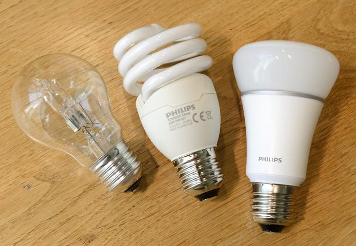 een halogeen lamp een spaarlamp en een ledlamp