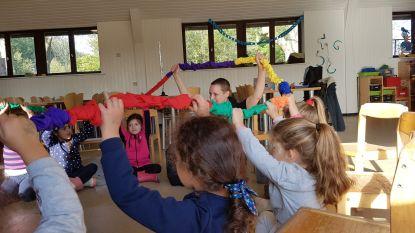 Carmina Kamerkoor neemt initiatief om kinderen aan het zingen te krijgen op de speelpleinen