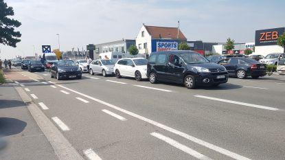 Kop-staartaanrijding met vijf betrokken auto's in Torhoutsesteenweg