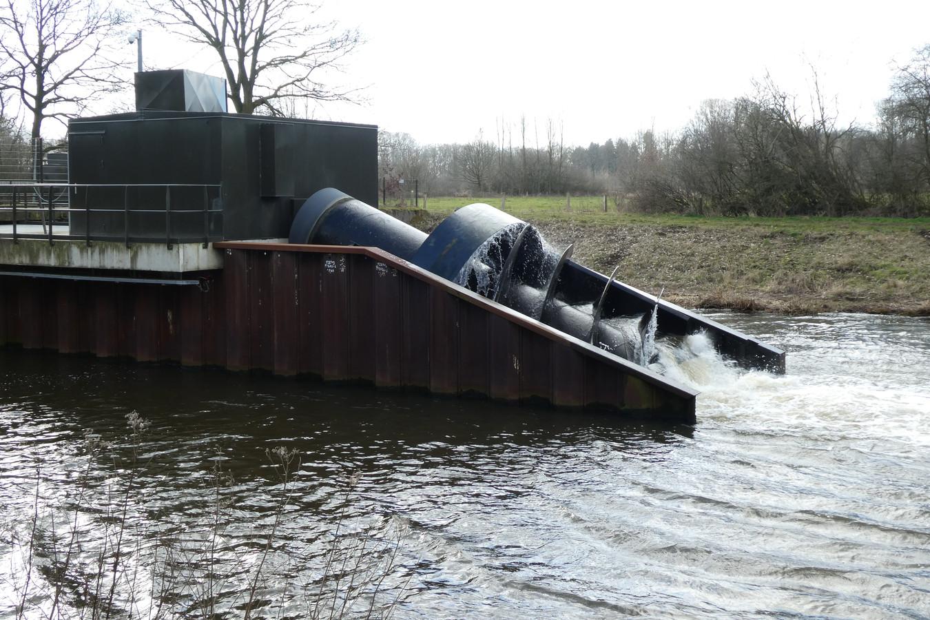 Dit is géén aquathermie, maar stroom opwekken met een turbine, zoals hier in de Dommel in Gestel.