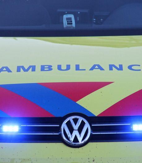 Auto ondersteboven op fietspad na ongeval in Tholen