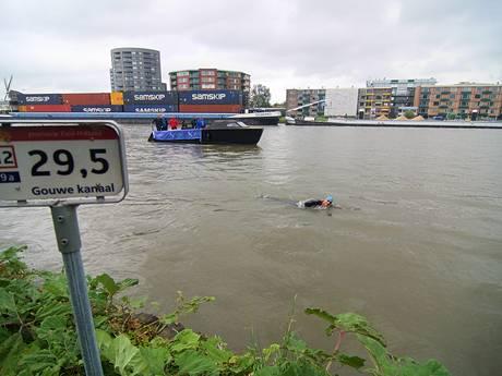 Zwemkampioen Maarten van der Weijden doorkruist het Groene Hart