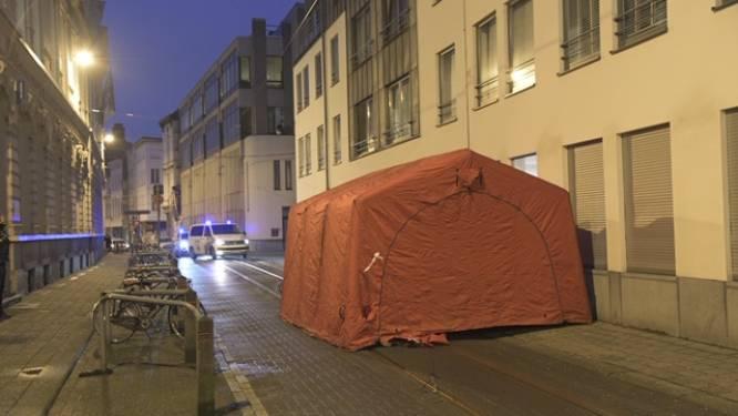 Politietent zorgt voor sterke verkeershinder in Lange Nieuwstraat