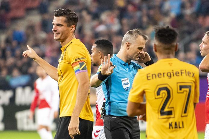 Björn Kuipers  gaf Utrecht een erg omstreden penalty tegen NAC.