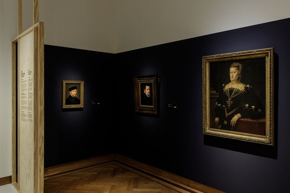 Back to Black in museum Hof van Busleyden in Mechelen.