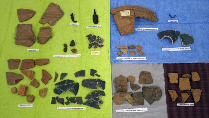 Een verzameling van de potscherven die uit de Deurnese grond tevoorschijn zijn gekomen.