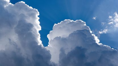 Droog weer met wolken in het noorden, zon in het zuiden