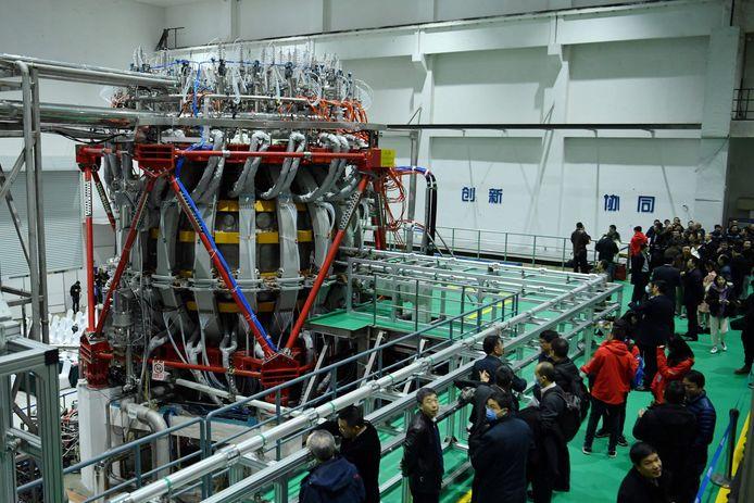 """De Chinese Tokamak HL-2M-reactor in het onderzoekscentrum in de Chinese stad Chengdu. De reactor wordt ook de """"artificiële zon"""" genoemd.  In de reactor kan de temperatuur oplopen tot meer dan 150 miljoen graden Celsius."""