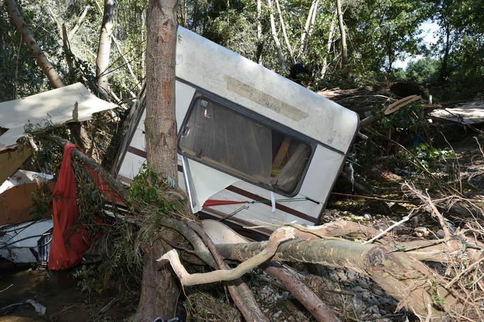 Een ravage op een camping in Saint-Julien-de-Peyrolas.