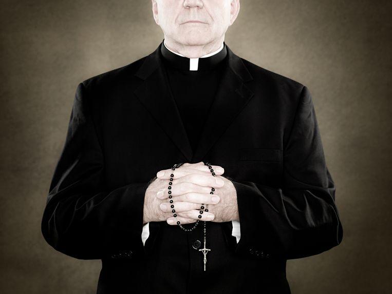 katholieke kerk priester pastoor katholocisme catholic church priest