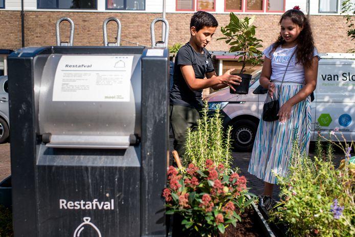 Met de plaatsing van de container-tuintjes wil de gemeente Amersfoort op een positieve manier bijdragen aan het inzamelen van afval en het plaatsen van bij afval positief tegen gaan.
