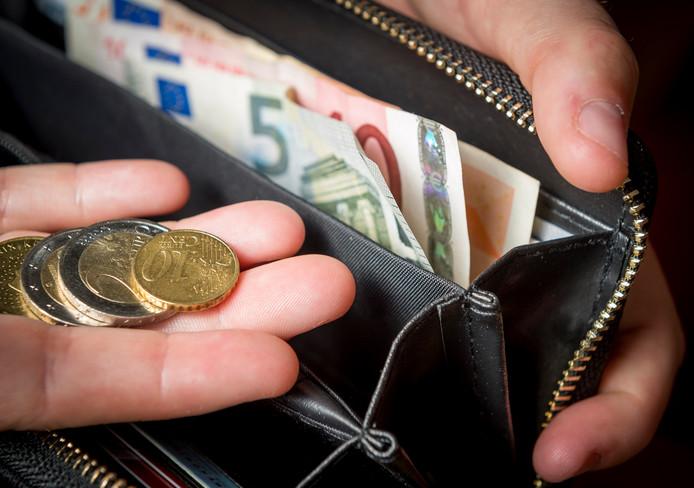 Een huishoudboekje geeft inzicht in alle inkomsten en uitgaven.