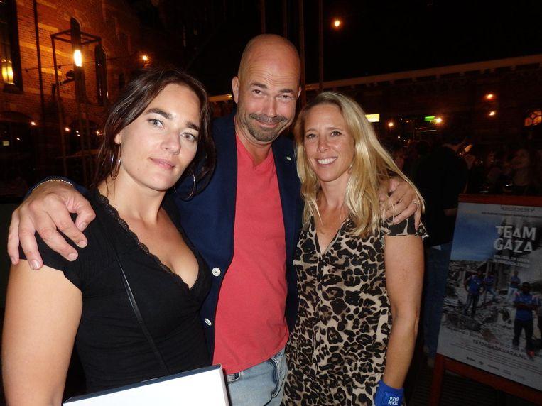 Floor Rodenburg, editor van Team Gaza, J.P. Luijsterburg, haar man en ook editor, en Vara-documentairemaker Elena Lindemans (vlnr) Beeld Schuim