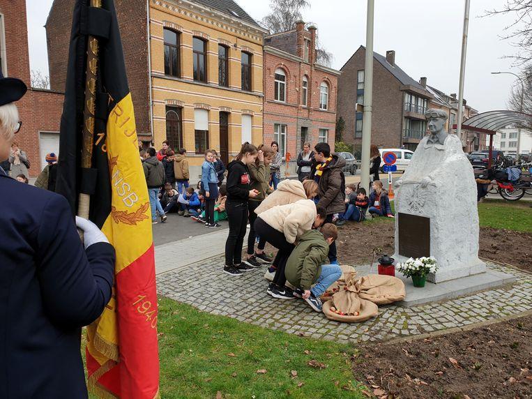 In elke deelgemeente werd vrijdag om 14 uur hulde gebracht aan de oorlogsslachtoffers.