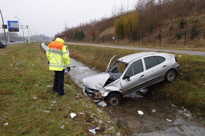 De auto die een paar keer over de kop ging na een manoeuvre van een Valkenswaardse wegpiraat.