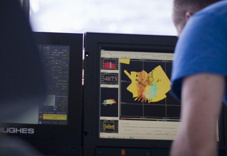 De sonar op de brug toont een relatief ondiepe heuvel. Beeld Ronald Veldhuizen