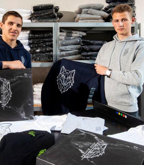Nils (18) en Jeremy (19) hebben een kledingmerk: 'We worden vaak niet serieus genomen'