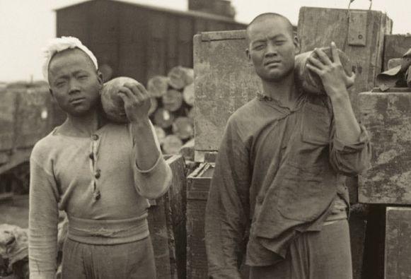 Op de cover van het boek prijken twee 'vergeten soldaten'.
